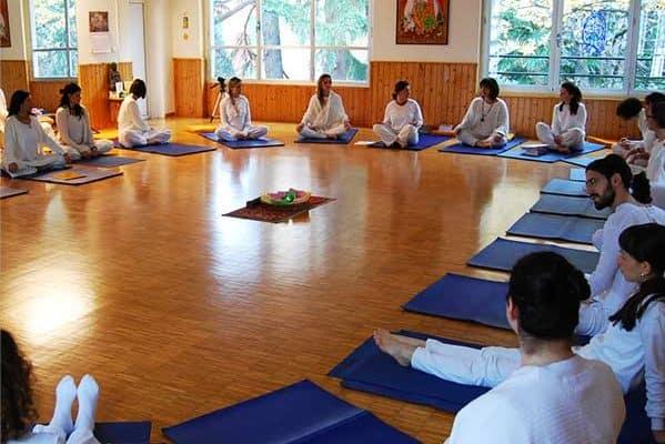 Formazione maestri yoga Bologna